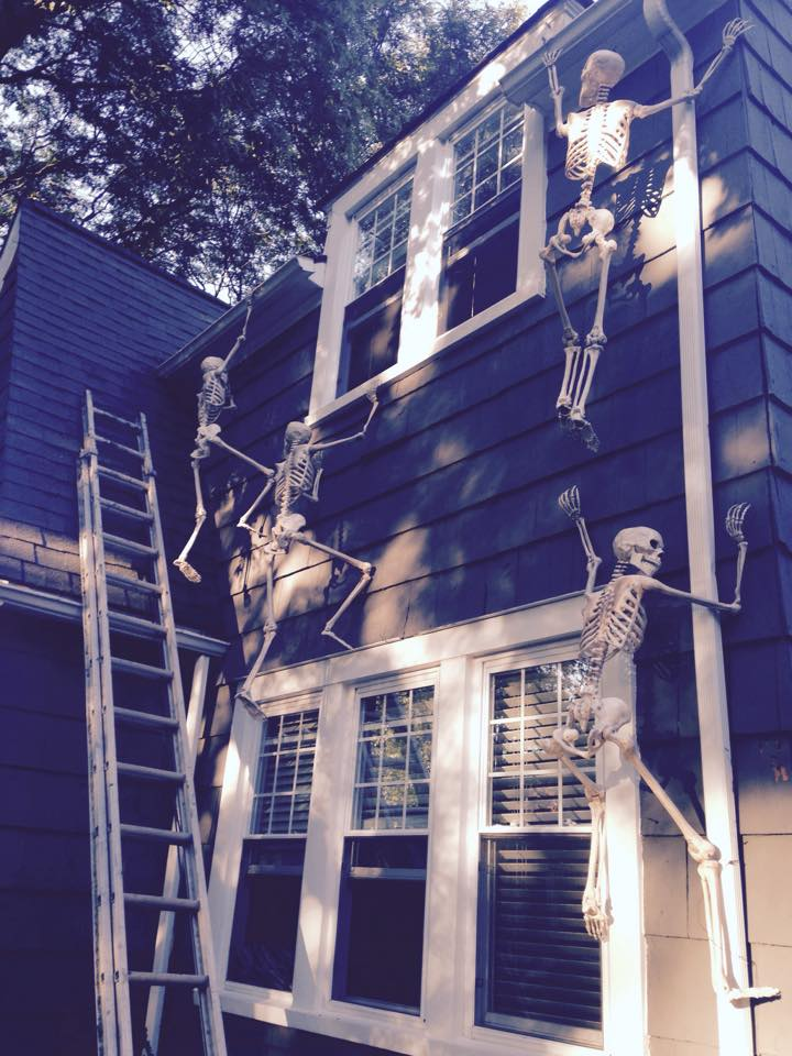 Halloween Props Skeletons Climbing The House Creative
