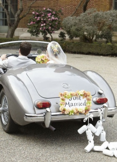 Simple vintage wedding car decoration creative ads and more for Automobile decorations home