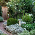 Creative garden landscaping idea(164)