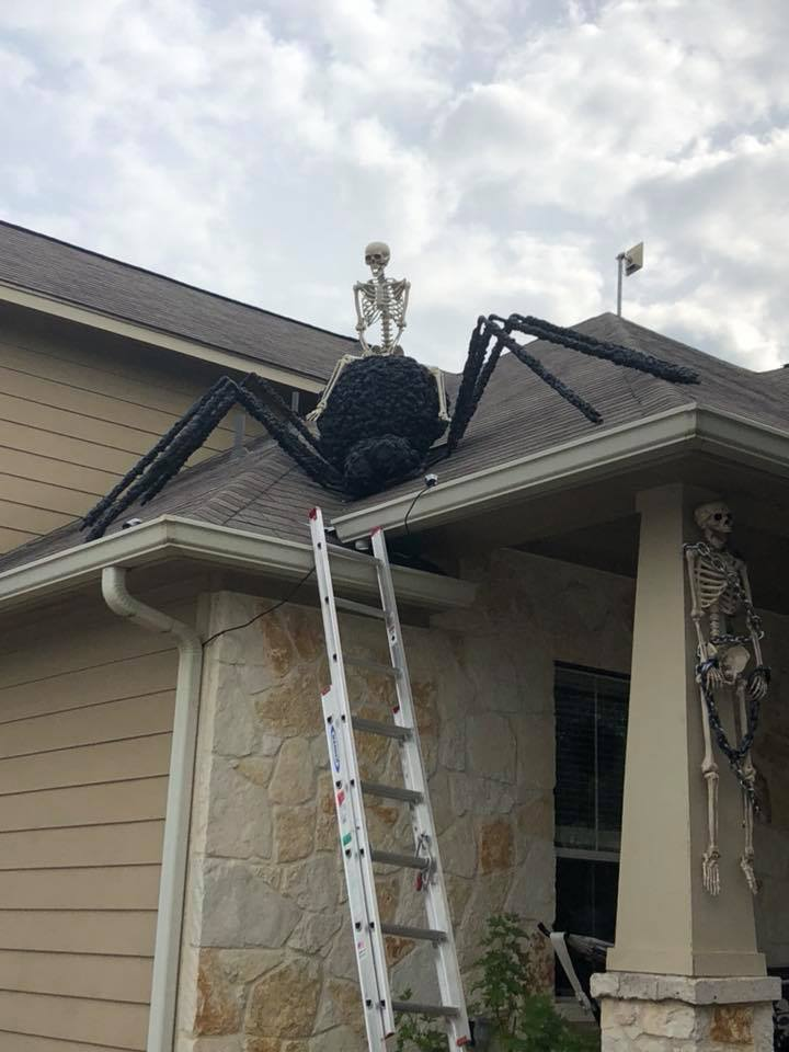 Roof Halloween Decoration Idea