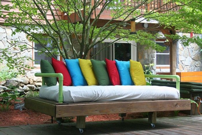 DIY Pallet Day Bed