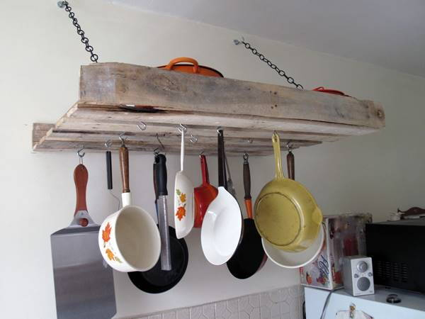 DIY Pallet Pot Rack